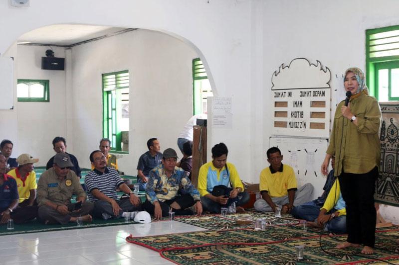 Gubernur-Ridho-Bantu-Korban-Tsunami-Pulau-Legundi-Pesawaran-01