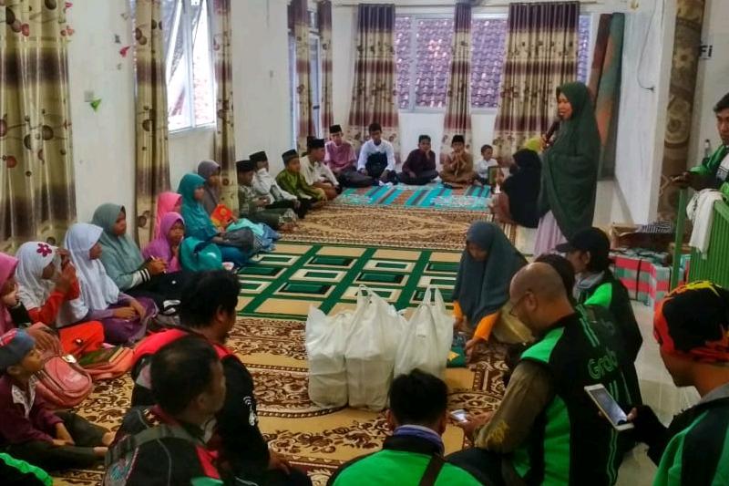 Di Support 30 Resto, Ojol Metro Bagikan Kebahagiaan di Bulan Ramadhan 1440 H 02