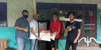 Perekonomian Makin Sulit, Rudy Santoso Salurkan Bantuan Beras Ke Rumah Warga